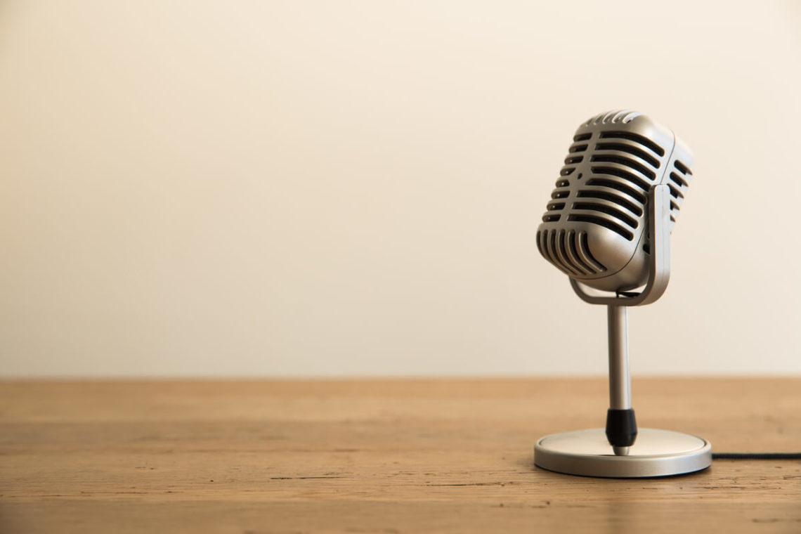 Title_the_wonder_years_begin_microphone_on_desk